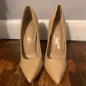 Cute tan pumps to spice up your casual look